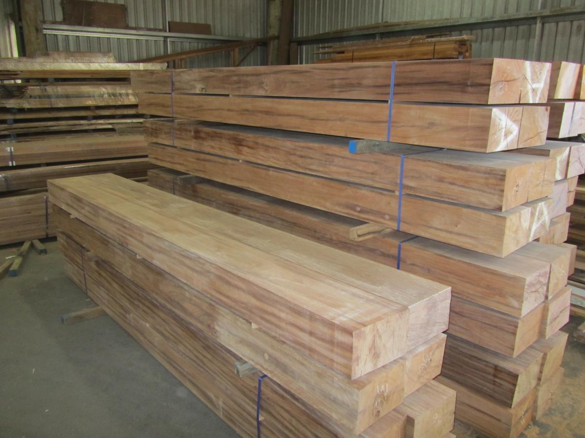 300 x 200 dar ironbark posts 002
